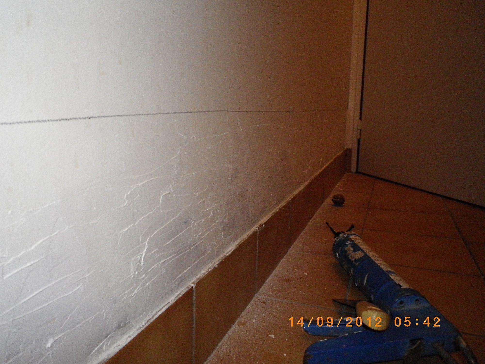 Peinture sur mur humide awesome mur humide de salle de for Peinture sur carrelage mural